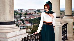 gorsel 02 300x168 Alvina Tesettür Giyim 2014 Elbise Bluz Pardesü Ceket Modelleri